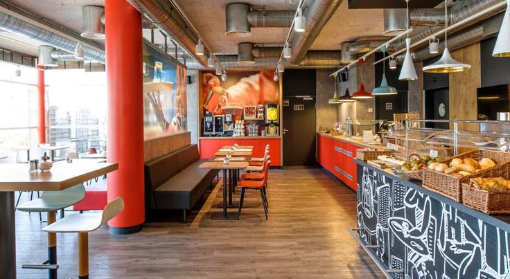 ibis Hotel München Messe Feldkirchen This hotel is conveniently located in the east of the Bavarian capital, within easy reach of Munich's new exhibition grounds (ICM - International Congress Centre Munich) and the city centre. Rooms were renovated in 2013.
