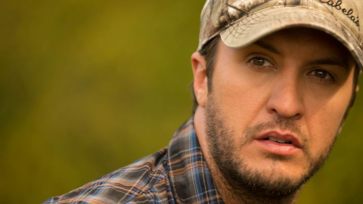 luke bryan with his shirt off | Shooting details of Luke Bryan practicing with his bow.