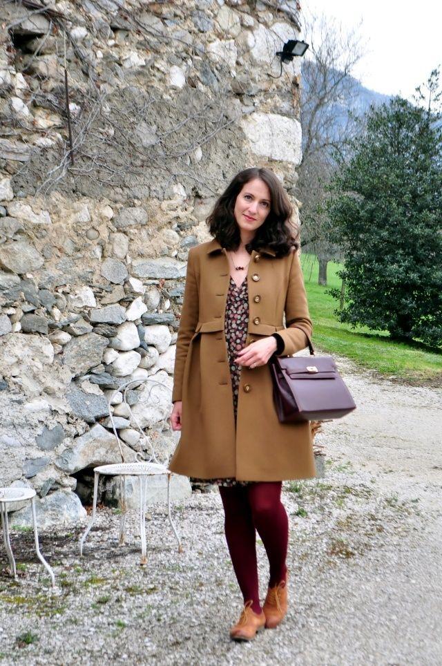 In Franca Abito Attic and Barn via Verdementa, cappotto Orla Kiely, borsa vintage, collana La Musette, collant Calzedonia, scarpe Dream in Green