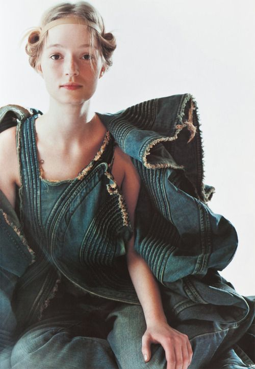bienenkiste/Lisa Forsberg in Junya Watanabe photographed by Mario Testino  V Magazine #15, January/February 2002