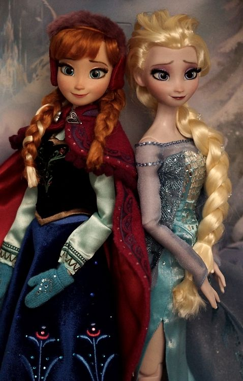Disneystore Limited Edition Frozen OOAK dolls together in box. they have completely repainted faces, restyled hair. By Lulemee.  ///Oh my gosh, they're GORGEOUS!!