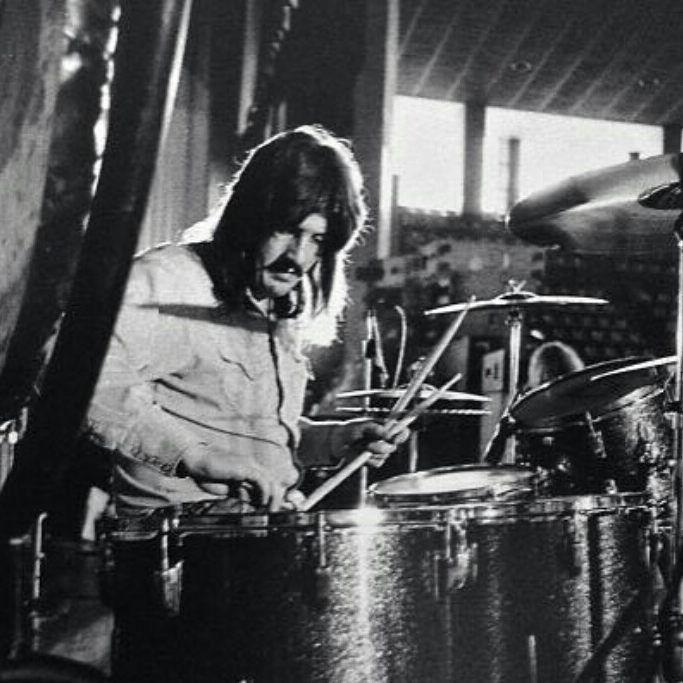 Bonham tuning his drums...That green sparkle ludwig kit tho! #johnbonham #ludwig #ledzeppelin