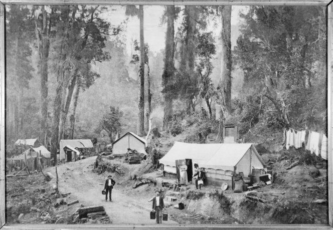 Robertson, R M :Photograph of railway workers and their families near Ohakune