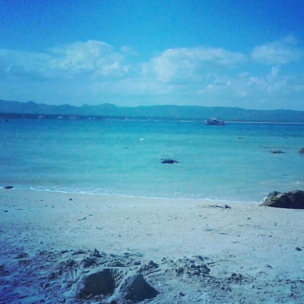 Matahari malu-malu #instagram #instandroid #andronesia #androidinstagram #beach #sky #instahub #instago #fotodroids #IDandrography #omof - @andikobe- #webstagram