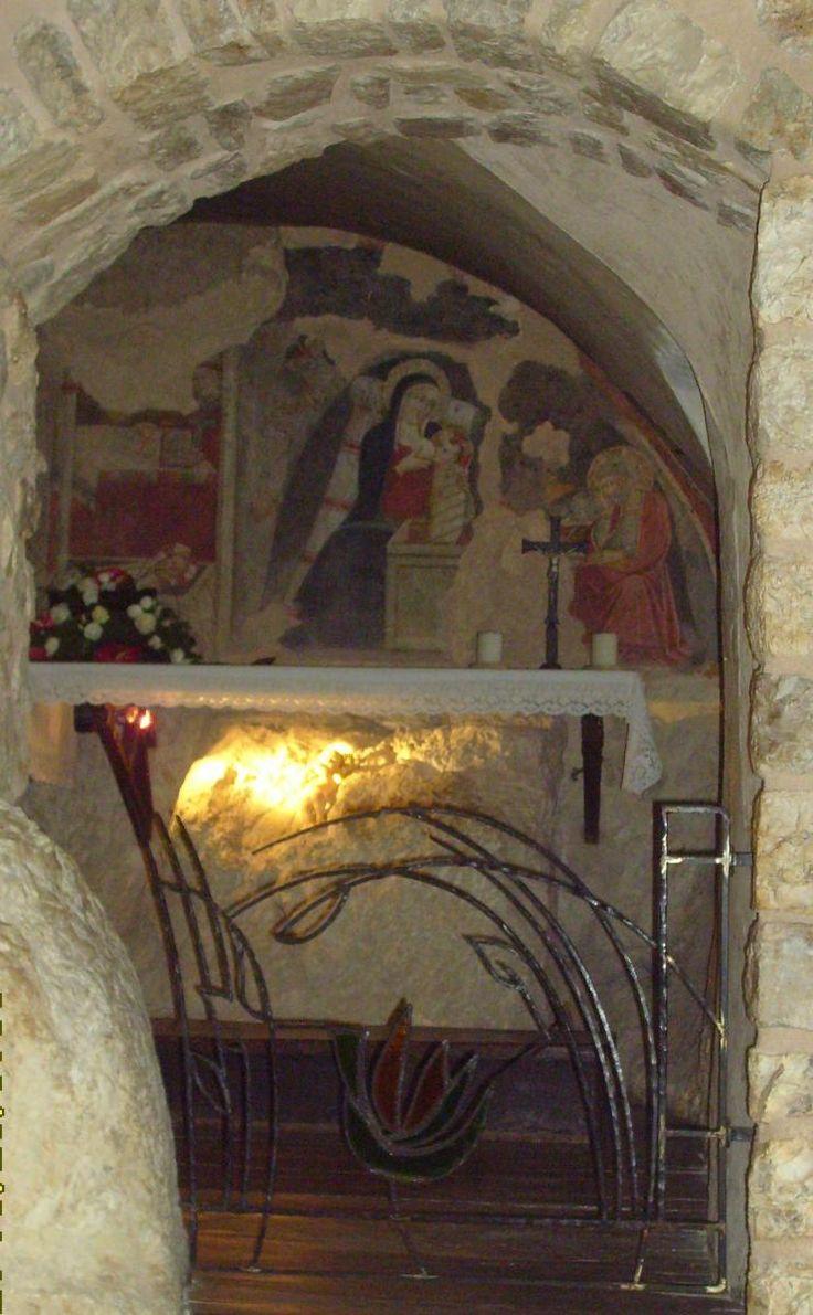 Maestro di Narni del 1409 - Natività - affresco - Cappella del presepe, Greccio (Rieti, Lazio)- la cappella è stata costruita sul luogo dove Francesco ha festeggiato il Natale nel 1223