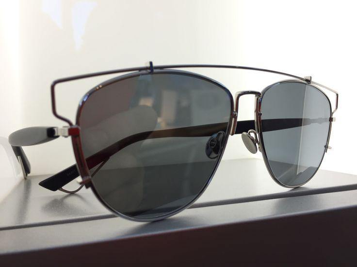 dedicato a voi donne...oggi in #vetrina c'è #DIOR!  Se cerchi occhiali da vista e occhiali da sole non convenzionali a pesaro e montecchio...la risposta è #otticaventuri