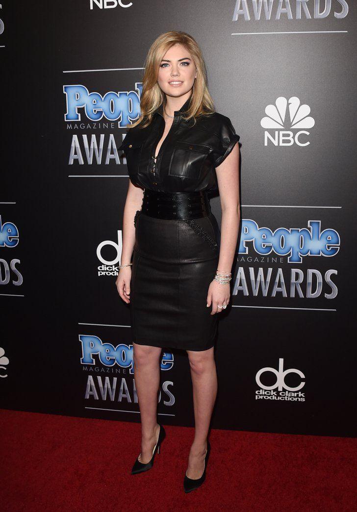 Pin for Later: Die Stars zeigten Individualität bei den People Magazine Awards Kate Upton in Tamara Mellon und Thomas Wylde