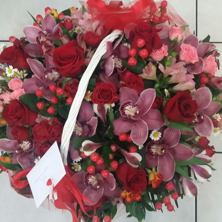 Καλάθι με φρέσκα λουλούδια για γενέθλια ή για γιορτή από το ανθέμιο flowers ανθοπωλείο  | αποστολη | λουλουδιων | ανθοπωλείο | online | αγορές | μπουκέτα | anthemionflowers.gr #αποστολη #λουλουδιων #ανθοπωλείο #send_flowers #on_line_flowers #flowershop #fresh_flowers #grrece_flowers #roses #anthemionflowers