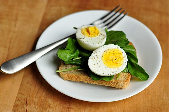 please learn how to cook hard boiled eggs (not putrefied)