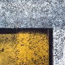 """Foto di Silvano Pupella, reinventatosi fotografo dopo una carriere da manager. """"arte urbana involontaria"""" che si traduce in geometria, colore e materia, il tentativo di controllare la casualità per ottenere dei cromatismi che si susseguono in un gioco di letture coinvolgenti, curiose e spesso sorprendenti."""
