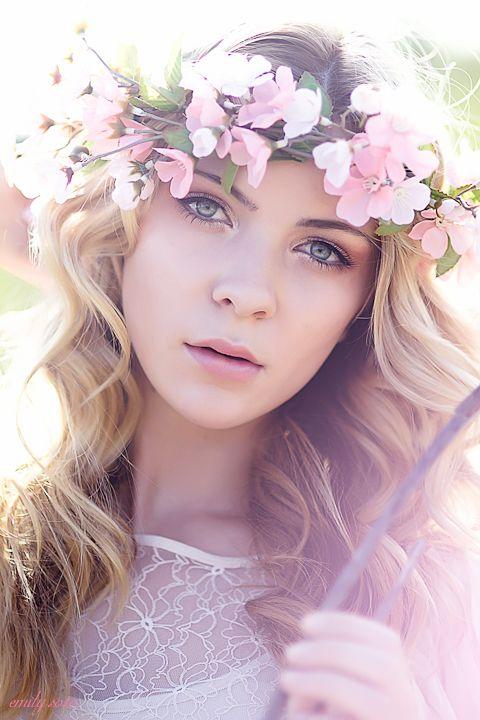 flowerPink Flower, Hair Ideas, Eye Makeup, Beautiful, Head Band, Bridal Flower Crowns, Fashion Photography, Flower Girls, Floral Crowns