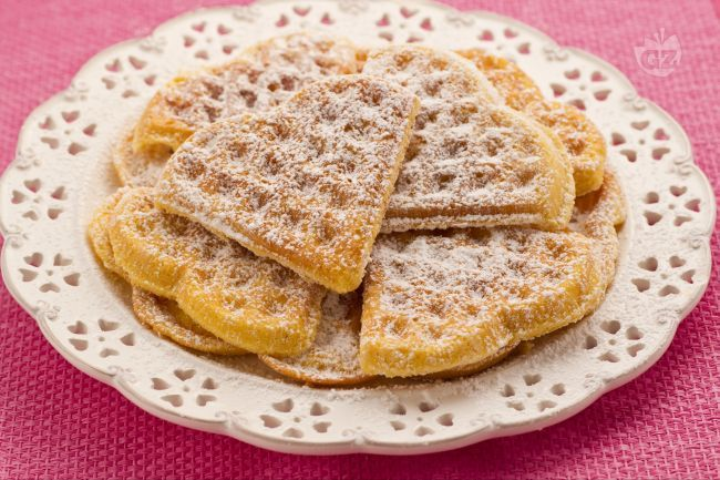 I Waffle o guafre sono dei dolci a cialda morbidi, cotti tra due piastre roventi. Vantano un'origine antichissima e sono ottimi con sciroppi e gelati!