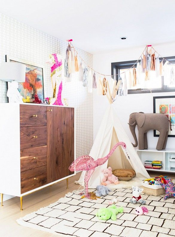 Girl's room with midcentury style / Get started on liberating your interior design at Decoraid (decoraid.com)
