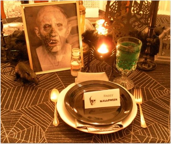 How To Decorate For A Halloween Dinner Party - Lisa's Creative Designs #halloween #halloweenparty #halloweendecorating