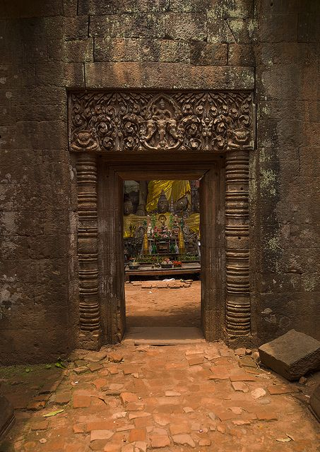 Wat Phu Khmer Temple, Champasak, Laos. Been there and done that! Be jealous! =P but love to go again! It's so beautiful!