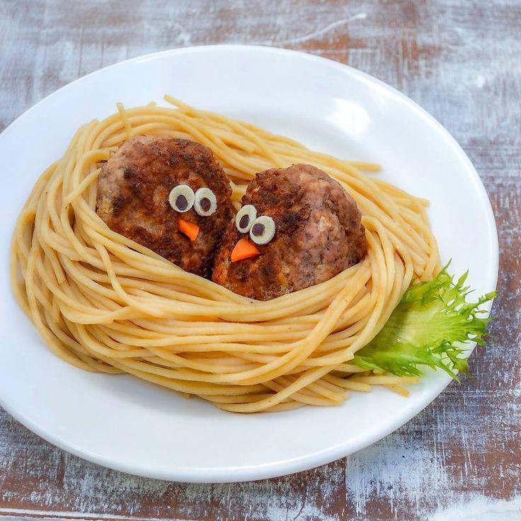 Que tal um ninho de passarinho para o jantar?  Ninho de Passarinho (Espaguete com almôndega assada)