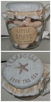 Treasures from the sea. 1 glazen pot, Stof - zandkleurig, Touw, 2 schelpjes, Stempelset zeeleven, Etiketsticker, Wit knoopje. Werkwijze: Maak op de comp. een etiket met strand achtergrond, tekst; Little soaps + naam v/d geur, Druk deze af. Leg het stof op een papier, Bestempel de stof. Maak/Koop sealife zeepjes en vul het potje hiermee. Vouw het stof over de opening en bindt het touw er omheen met behulp van de knoop. Bindt aan de uiteindes de schelpjes. Plak het etiket op het potje.