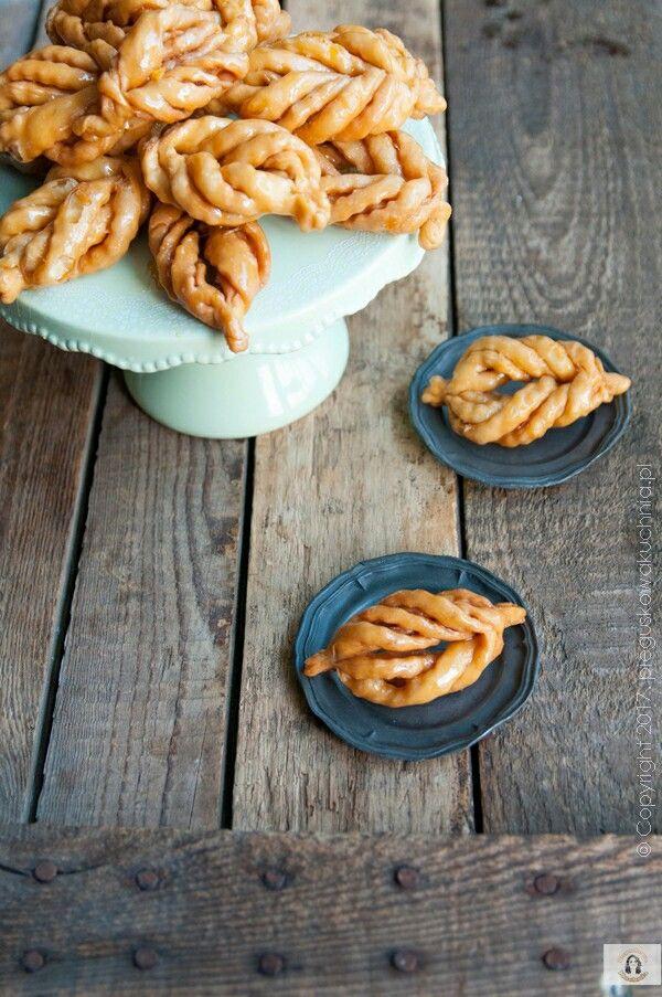 Griwech to algierskie ciastka cenione podczas religijnych uroczystości, wesel, a przede wszystkim w czasie muzułmańskiego Ramadanu, gdzie często są podawane w szklance herbaty miętowej.