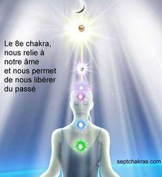 """Le 8ème Chakra est la """"clef de l'âme"""", c'est le centre d'énergie de l'amour divin, de la compassion et de l'altruisme, c'est aussi le chakra qui détient la mémoire de nos vies antérieures, notre passé, nos souvenirs et nos expériences bonnes ou mauvaises."""