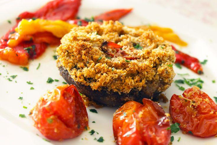 Buonissimi i funghi ripieni al forno! secondo piatto vegano (con variante  vegetariana) con i funghi portobello.  Ricetta su: http://karmaveg.it/funghi-ripieni.html