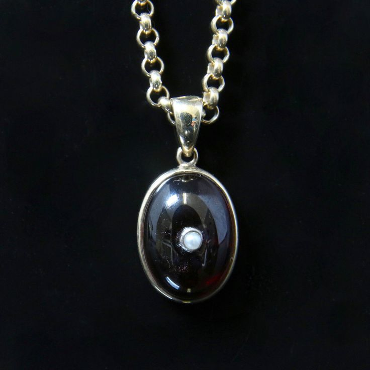 Antique Victorian Garnet Pendant And Chain - 9ct Gold by LaurelleLtd on Etsy https://www.etsy.com/listing/276737402/antique-victorian-garnet-pendant-and