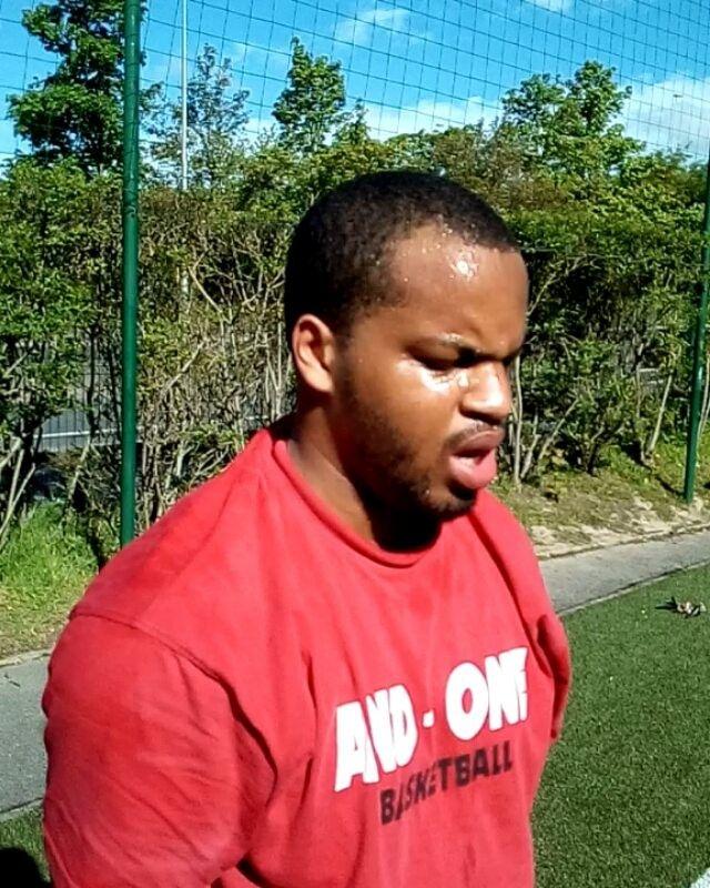 Même moi je ne sais plus quoi faire pour le mettre à terre �������� mon gars @___lioonel___ ������ séance du 02/05  #focustraining#motivation#determination#evolution#musculation#workout#training#prepaphysique#strengh#power#agility#circuitraining#hiitworkout#pushpress#rowing#pushup#biceps#triceps#squat#leg#lunge#abwheel#gainage#niketraining#outfit#bro#shape#fun#funny#happy# @djibihoward @stephane__marcel @protect_ya_neck94 @juanallairegalvan…