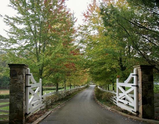 Blackberry Farm: entrance gates