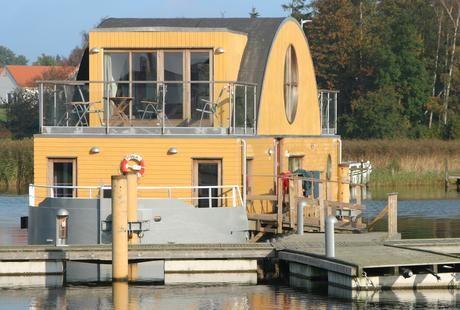 Pretty dänish houseboat #denmark #Sakskøbing #extraordinary