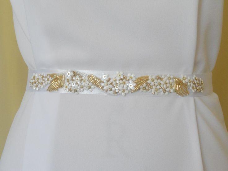 Аксессуары и декорирование платья вышивкой от 10 руб/кв.см.    #valentaspb #новостимастерской #weddingdress #свадебноеплатье #подвенечноеплатье #bride #невеста #венчание #церковь #православие #embroidery #вышивка #fashion #couture #мода #veil #фата #lace #кружево #luneville #люневильскаявышивка #вышивкакрючком #тамбурнаявышивка #платьеназаказ #декорированиеплатья #красивое платье