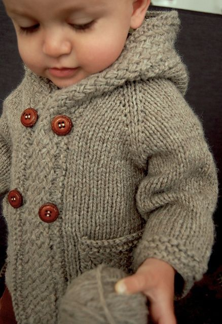Hooded sweatshirt for toddler, knit in one piece