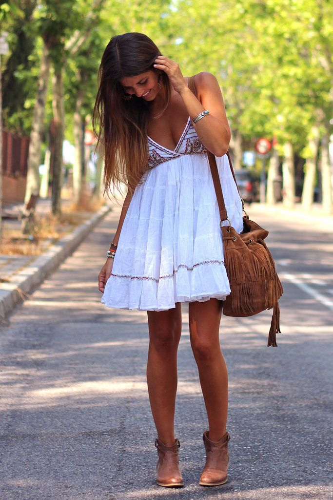 I'm in love. Pretty floaty summer frock paired with a tan suede fringed cross body and ankle boots - just gorgeous!
