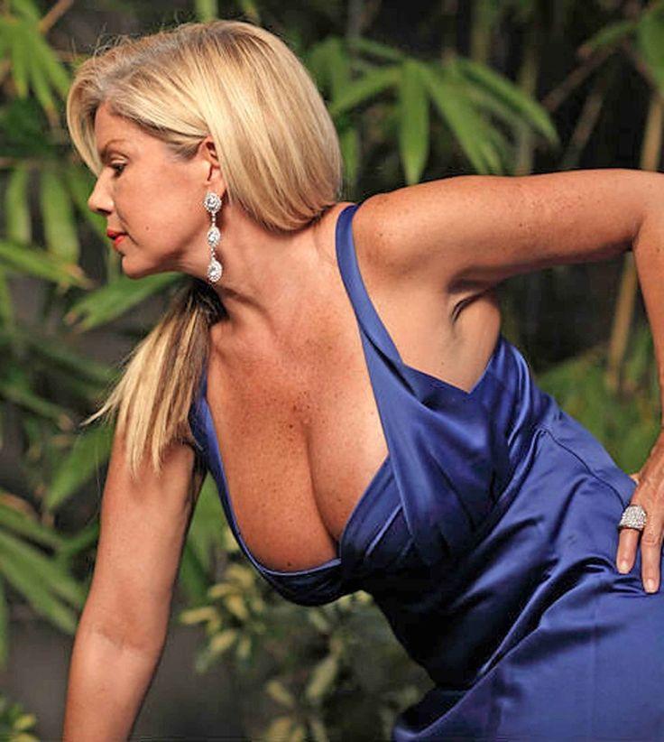 Walking boob jiggle