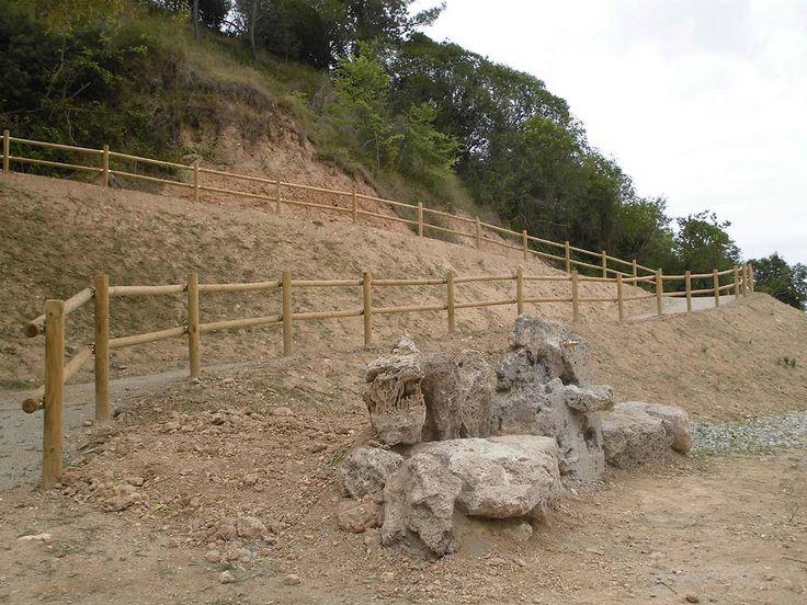 L'Ajuntament ha habilitat diversos camins per accedir al nou parc de la Font del Roure i passejar-hi. S'hi ha col·locat tanques de seguretat fabricades amb fusta de pi nòrdic tractada en autoclau (classe IV).