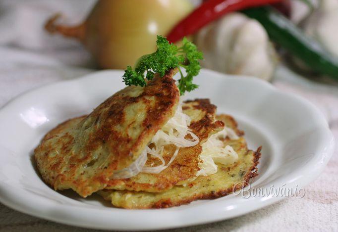 Zemiakové placky s kapustou a syrom