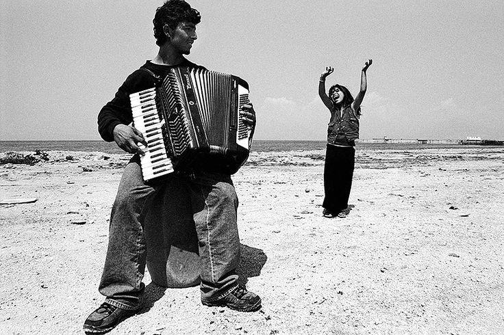 Short bio and selected photographs by Vassilis Zaverdas - inframe photographer
