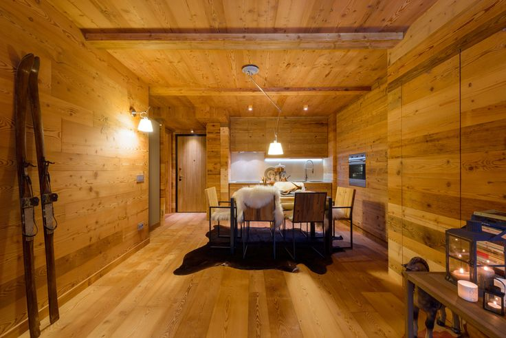 Progettano, recuperano e arredano nel settore legno: boiserie, solai, travature, arredamenti, tavolame, serramenti e pavimenti con la tecnica di invecchiatura legno Walser holz®