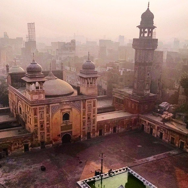 eid mubarik everybody! love and peace from lahore. #regram from @gwembles47 #eid #celebrate #lahore #old #culture #beauty #islam #instagood #instapic #eidmubarik #architecture #design #history #love #peace #world #wanderlust #vsco #photooftheday #explore #mosque #art #city #islamic