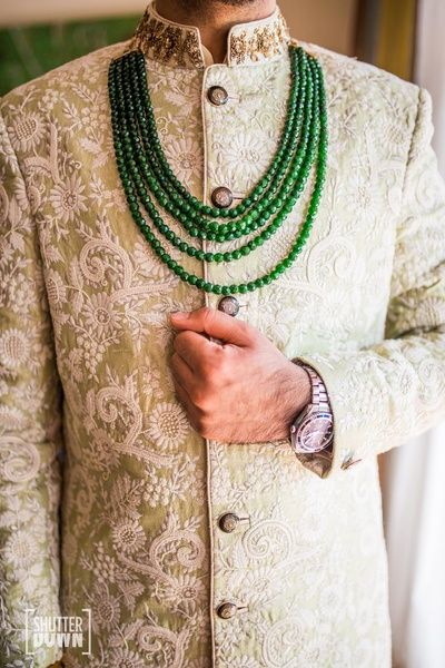 Intricate sherwani with a contrasting necklace, isnt it just  so obvious that it definitely looks just edible for a royal themed wedding