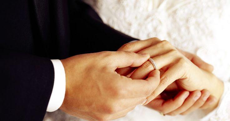 Metáforas de matrimonio en la Biblia. La Biblia está llena de metáforas y comparaciones, muchas de las cuales tienen que ver con el matrimonio. En algunos casos, palabras o frases son utilizadas para representar algún aspecto del matrimonio, mientras que en otros casos el matrimonio mismo es utilizado como una metáfora de algo mayor.