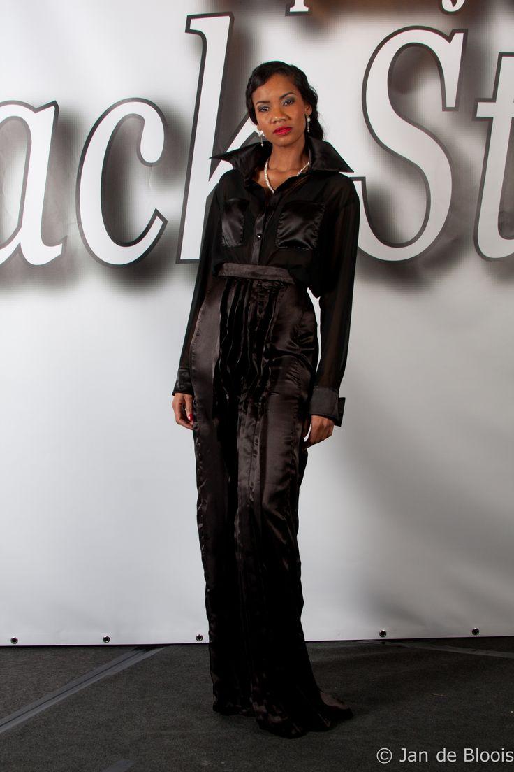 Haute Couture show GHIMELLS Fashion Designer: Melissa Oehlers Model: Miryam Ischers Photographer: Jan de Bloois Make-up artist: Mirurgia Breinburg Stylist: Ani Manukjan Hairstylist: Felitia Jongaman Jewellery by Living Pearls