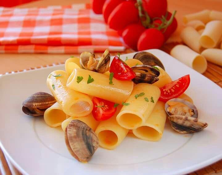 Calamarata trafilata al bronzo con frutti di mare www.calagusto.com/prodotto/calamarata  #pasta #calabria #calabrese #food #primipiatti #pesce
