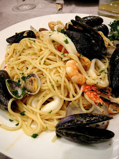 Look good ? It's a bag of seafood mix , linguine and you can use any type of Sugo you want!