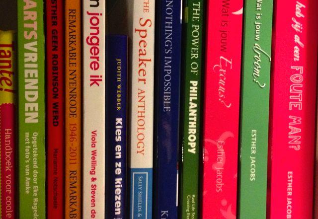 Je eigen boek schrijven en uitgeven, tips en links / Esther Jacobs