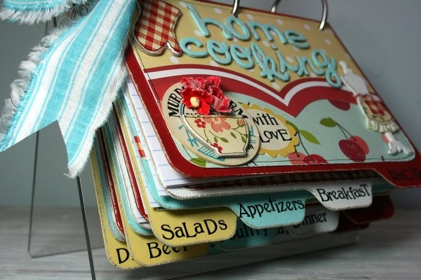 Recipe Mini Album ~ great gift when your kids move out, fill with family favorites. Tuck it into a casserole, or set of mixing bowls for a great wedding gift.