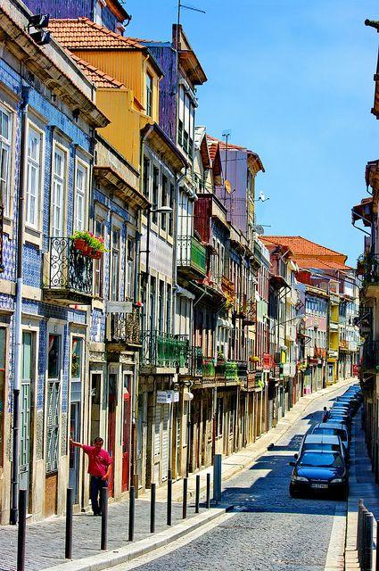 Rua de Sol in Porto, Portugal (by paspog).