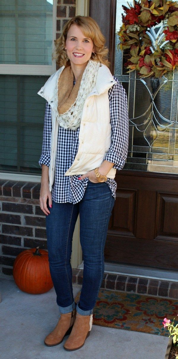 What makes the perfect tailgating outfit? For me it's all  about comfort, layers and style too. See what I put together to create my favorite tailgating outfit. Football and football parties are in full swing! Boots from @myrackroom shoes.