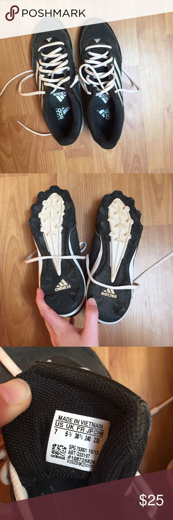 Adidas Women Black white softball baseball shoes 7 Excellent condition softball or baseball shoes. Only worn a couple times. Has some dirt but are in great condition. adidas Shoes Athletic Shoes