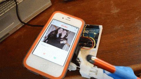 3D Printed Robotic Finger Takes Advantage of The Tinder Dating App System http://3dprint.com/14224/3d-print-robotic-finger-tinder/