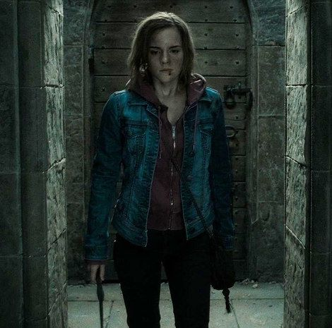 """hermione granger (emma watson), """"harry potter and the deathly hallows"""""""