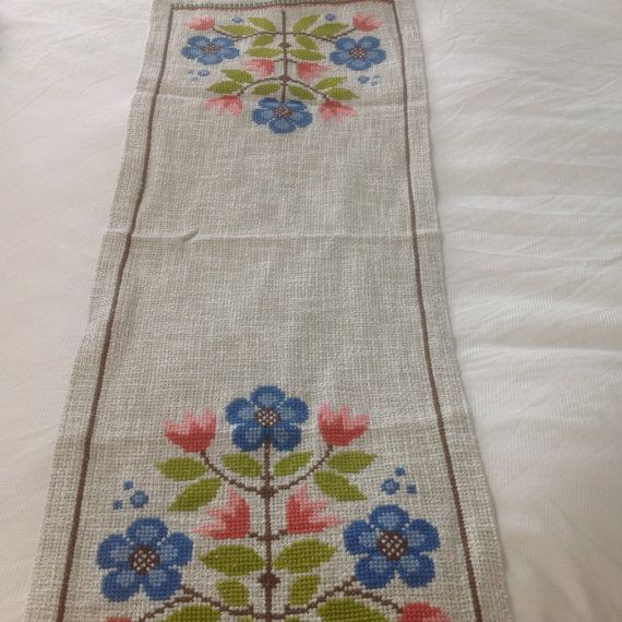 Scandinavian Table Runner, Vintage Swedish Dresser Scarf Embroidered Linen  Floral Cloth Linens Blue Green Pink